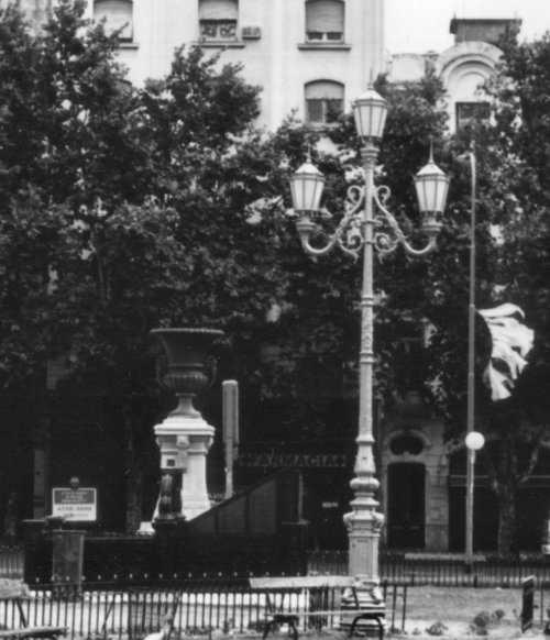 Pin fotos faroles hierro forjado lamparas colgantes for Faroles en hierro forjado para jardin